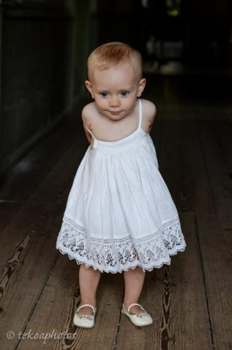 tekoaphotos,portrait,enfant,robe blanche